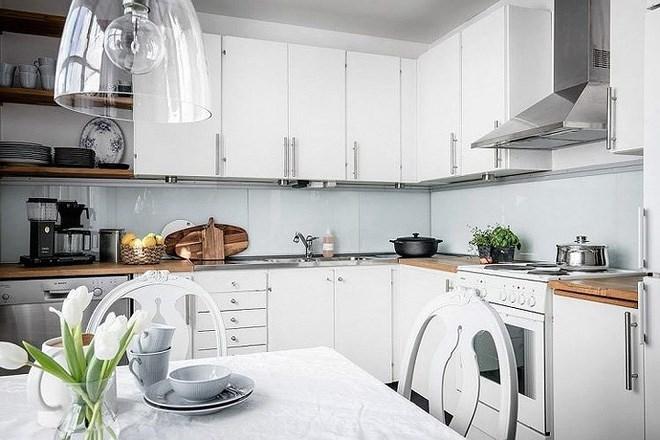 bố trí hệ thống thoáng khí cho phòng khách nối liền bếp