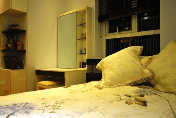 Không nên đặt gương trong phòng ngủ chiếu vào cửa phòng